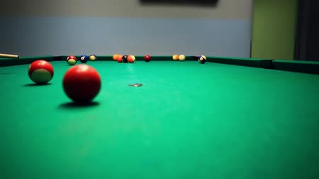 poolbiljart : Voering om Ball hit op pooltafel