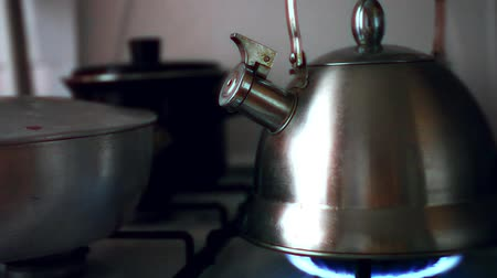 konvice : Tea Kettle with Steam Over A Hot Gas Stove Dostupné videozáznamy