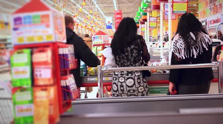 супермаркет : Women shopping at the supermarket