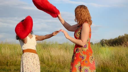 güneş ışını : Two beautiful girl friends pillow fight on nature in sunset time