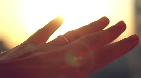 kezek : Hand with ring on finger of bride on sunset city background in slowmotion. 1920x1080