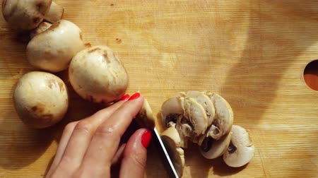 houba : Cooking cutting mushrooms in the kitchen. 3840x2160 Dostupné videozáznamy