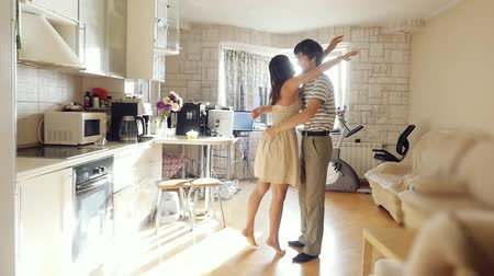 nákupy : Husband leads his wife in their new home, young happy couple embrace in their new flat in slowmotion. 1920x1080