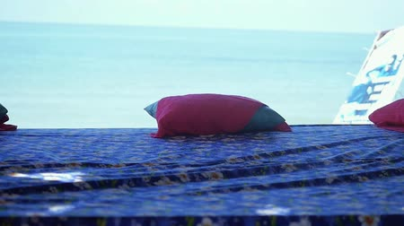 portugalsko : Massage table on the beach with sea view in slow motion. 1920x1080