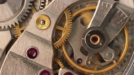 antiquado : Closeup moving gears inside old mechanic pocket watch Stock Footage