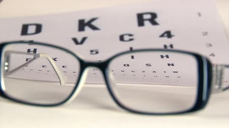 espetáculos : Eye test and eyeglasses Stock Footage