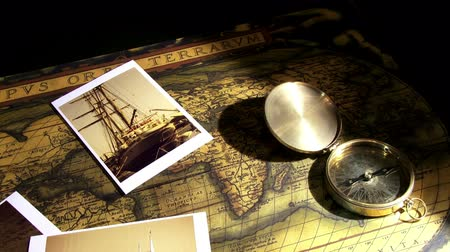 pusula : Golden compass and old maps - pan right
