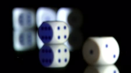 dobókocka : Rolling dice, shallow depth of field