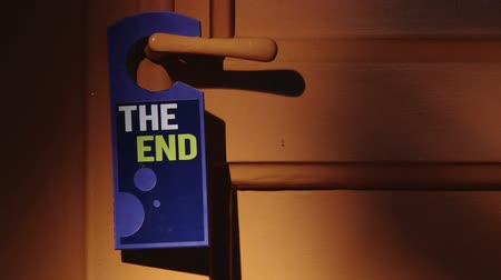 végre : Door sign - The End