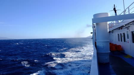 balsa : Strong wind from the ferryboat between cyclades greek islands Vídeos