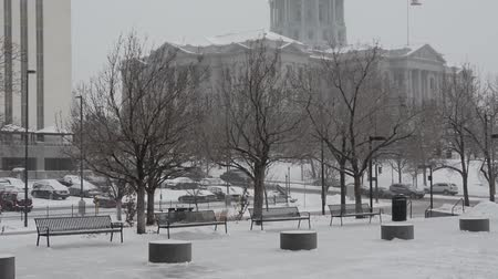 hóvihar : Tilt shot of the Colorado State Capitol during a blizzard