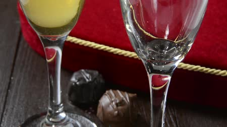 çikolata : Champagne being poured with chocolates and a heart shaped box