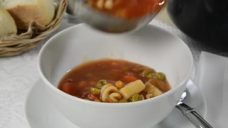 besinler : Ladling vegetable soup into a bowl