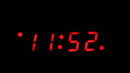 Time lapse of a digital clock approaching midnight Vídeos
