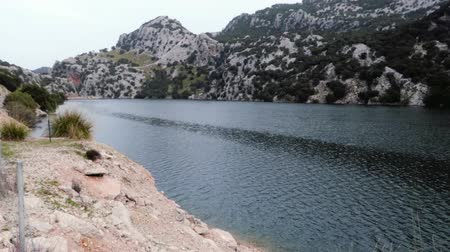 valor : Gorg Blau Lake, Mallorca Archivo de Video