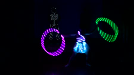 印象的 : Two men and a woman performes light show.