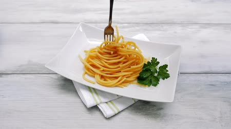 spagetti : Eating aglio olio spaghetti with parsley. Culinary pasta eating.