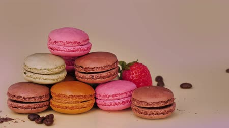 acıbadem kurabiyesi : Sweet and colourful french macaroons. Luxury biscuits. Sweet dessert. Stok Video
