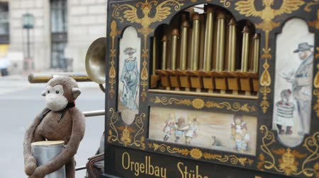 trubka : Man is playing barrel organ