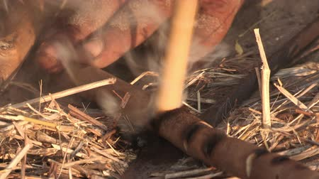 confecção : Bushmen making a fire in the traditional way Vídeos