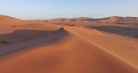 deserto : 4K aerial view of endless sand dunes of the Namib desert inside the Namib-Naukluft National Park