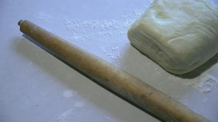 sifted : Dough with flour and rolling pin lie on the table Stock Footage