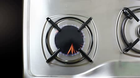 fogão : Burner gas stove with gas lit Stock Footage