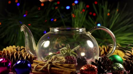 infusion of berries : Process of making Christmas berry herbal tea