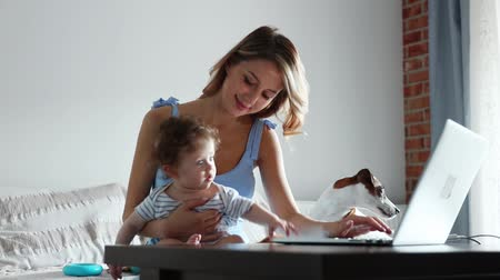 puericultura : Young businesswoman with a child working with computer at home. Stock Footage