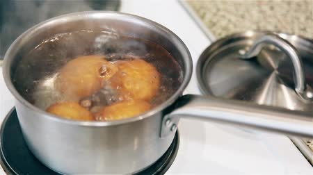кухонная посуда : Boil chicken eggs in a pot on the stove HD 1920