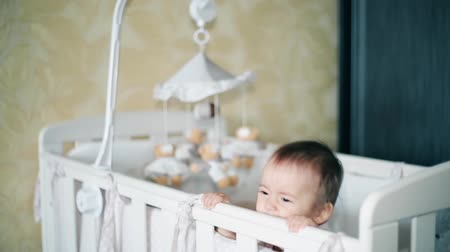 kap : Little girl crying standing in a baby cot 1920x1080p HD Stock mozgókép