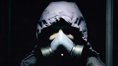 post room : A guy in a dark closed room is standing in a gas mask and breathing heavily HD