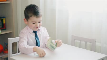 hides : Mom gave the child paper money for pocket expenses
