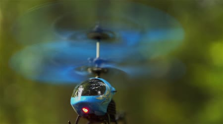 helikopter : RC helicopter blue hovering in the air in the Park HD 1920x1080