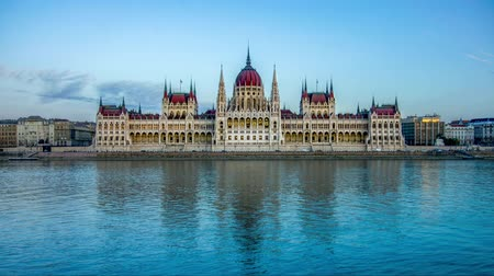 st stephen : Time-lapse of Budapest Parliament at sunset, Czech Republic