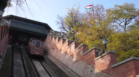budapeszt : The Castle Hill Funicular (Budavári Sikló) in Budapest, Hungary. Wideo