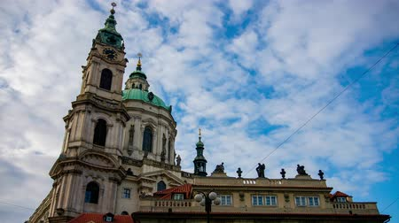 prag : Timelapse of St. Nicholas Church, Prague, Czech Republic.