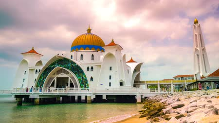 rotáng : Timelapse of the Malacca Straits Mosque, Malaysia