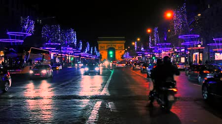 チャンプ : Traffic jam in front of the Arc de Triomphe, Paris, France.