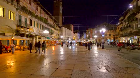 арена : Time lapse of people walking in Piazza delle Erbe, famous city landmark, Verona, Italy.