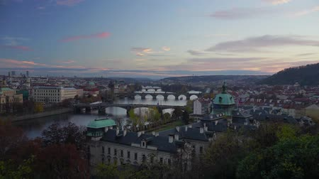 republica checa : Puentes de Praga al atardecer, Praga, República Checa. Archivo de Video