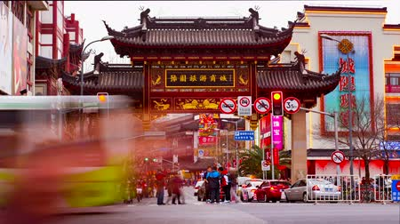 ano novo chinês : Timelapse of the Yu Yuan Garden Gate during Chinese New Year celebration, Shanghai, China.