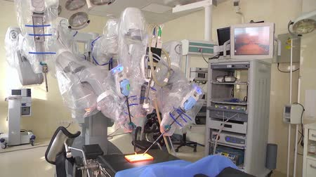 invasive : Medical robot da Vinci. Robotic Surgery. The surgeon is trained in a medical robot. Minimally Invasive Robotic Surgery with the Vinci Surgical System. Stock Footage