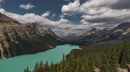 jasper : 4K Time lapse film video movie Timelapse Clouds Moving Over Peyto Lake in Banff Nationalpark Alberta Canada. Shot taken in Banff Nationalpark Canada Alberta.