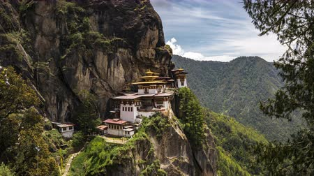 bhutan : 4K Timelapse movie video film of Taktshang Goemba or Tigers nest Temple the beautiful buddhist temple.The most sacred place in Bhutan is located on the high cliff mountain with sky of Paro valley, Bhutan. Stock Footage