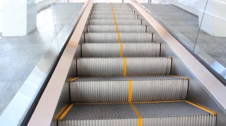 лифт : Moving up escalator