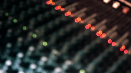 konsol : Mixing console desk. Out of focus with bokeh abstractbackground shot. Right pan. Stok Video