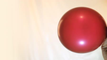 léggömb : balloon is inflated and blown off by close up