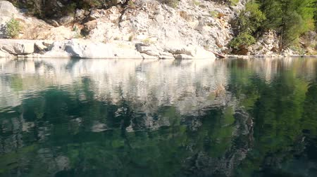 güvenli : Mountain lake with clear water Stok Video