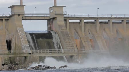 генератор : Powerful water discharge through gate of power plant